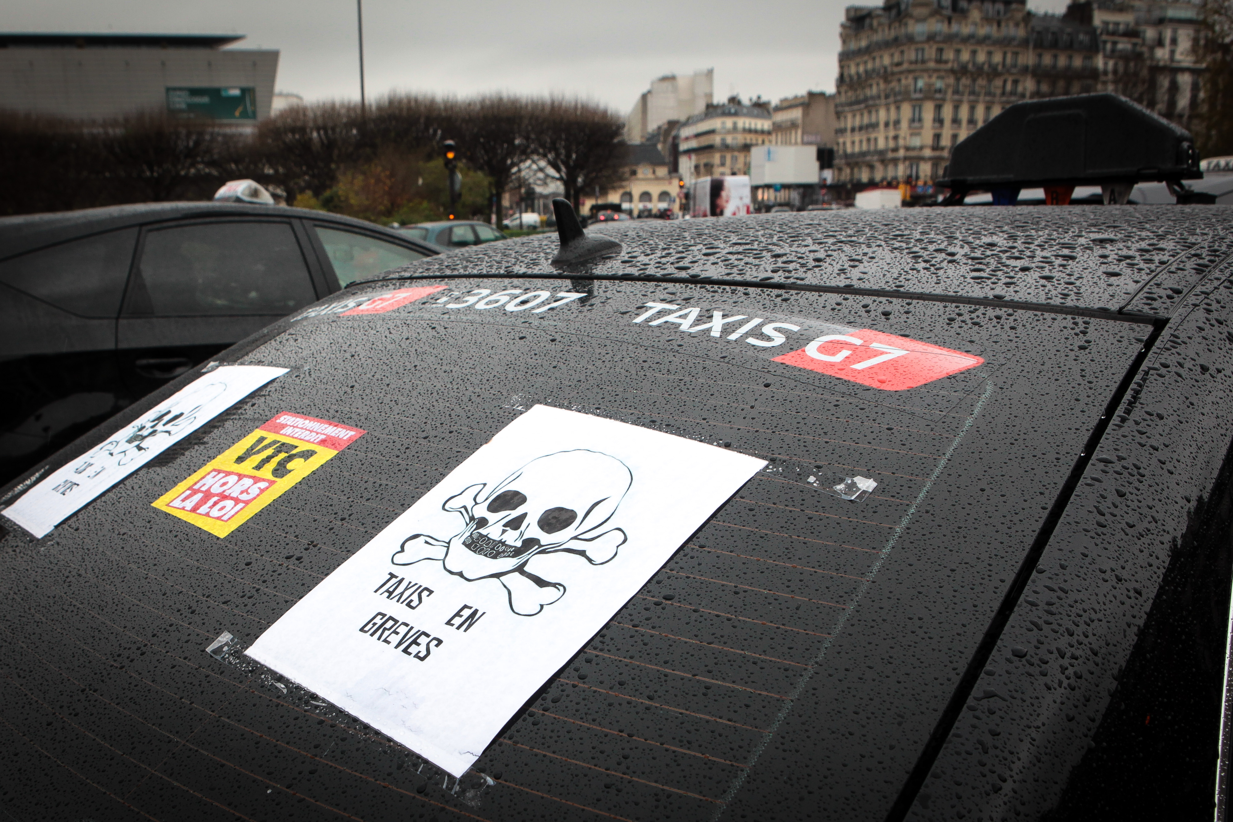taxi drivers block paris roads in protest over rival uber frenchly. Black Bedroom Furniture Sets. Home Design Ideas