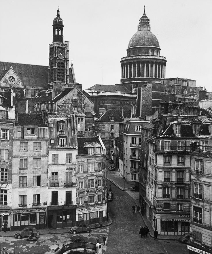 Rue de la Montagne Sainte-Genevieve ca. 1960 when D'yan was there. Image: Robert Doisneau