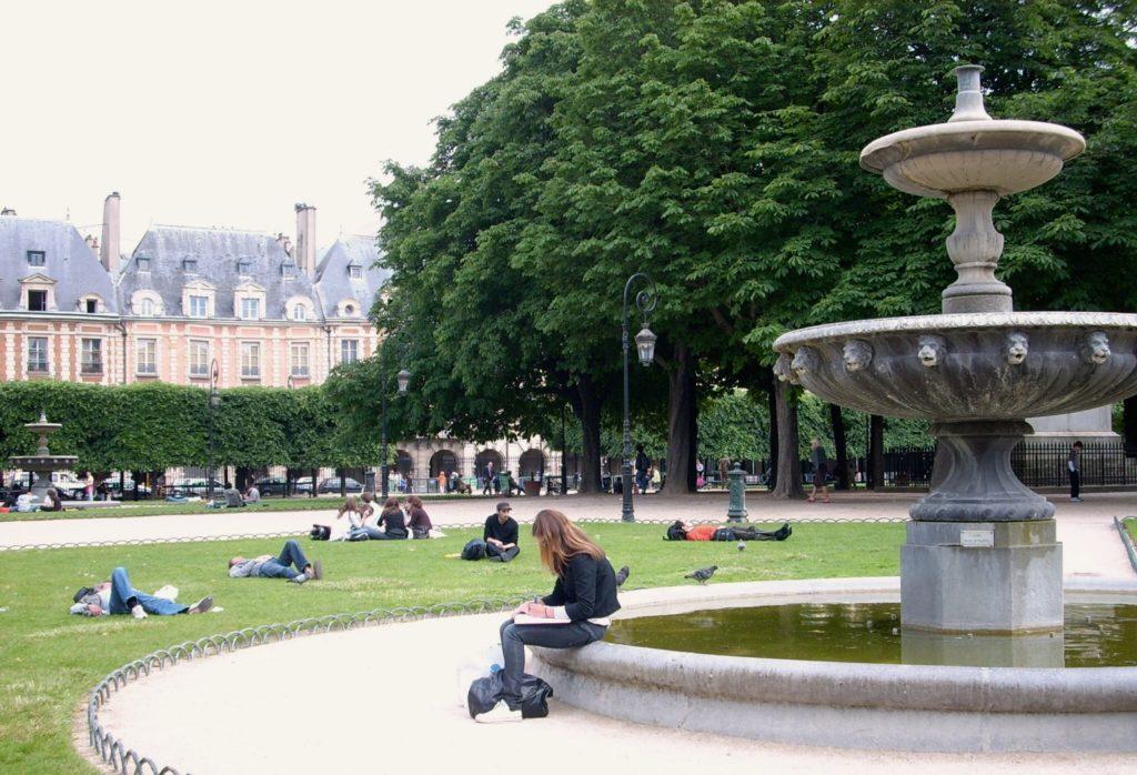 Reading on the Place des Vosges