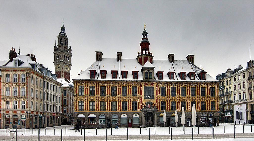 """The """"Vieille Bourse"""" (Old Commodity Market), place du Général De Gaulle in Lille. Photo: Wikimedia Commons/Velvet"""