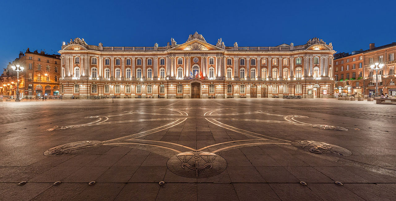 1280px-Toulouse_Capitole_Night_Wikimedia_Commons