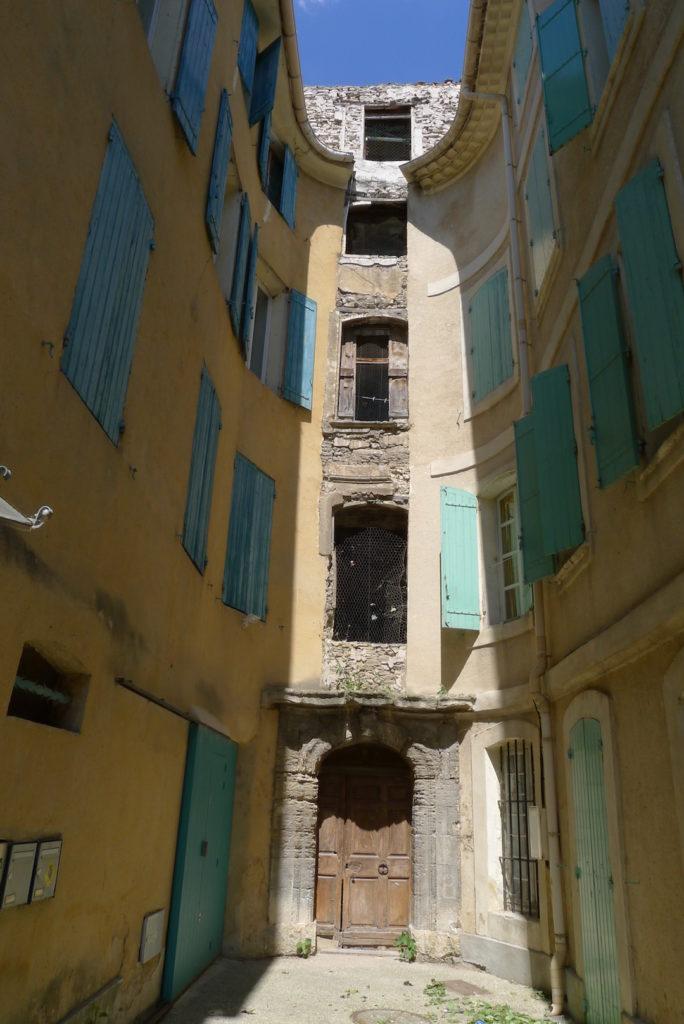 """Jewish """"skyscraper"""" in l'Isle-sur-la-Sorgue"""